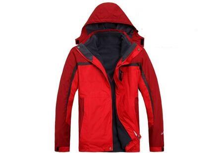 大红色冲锋衣