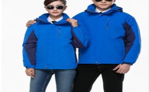 蓝色羽绒内胆冲锋衣