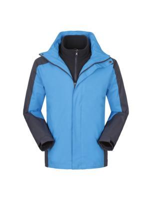 湖蓝色冲锋衣
